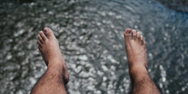 Causas de las uñas estriadas en los pies